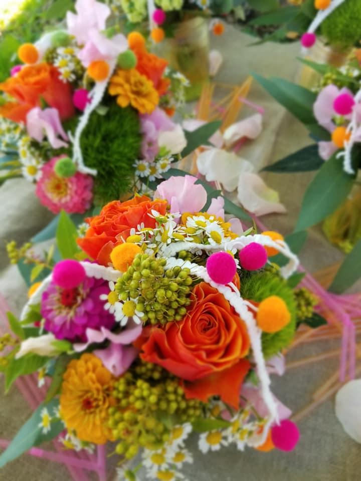 Compositions florales pour un baptême à Castelsarrasin